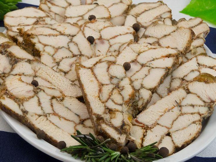 Ruladă marmorată de pui – un aspect specific cu un gust excepțional!