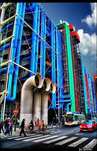 ---> Centre Georges Pompidou (1977 - Paris) by Richard Rogers et Renzo Piano. L'édifice se dresse sur 93000m2, sur l'ancien site des halles. #beaubourg