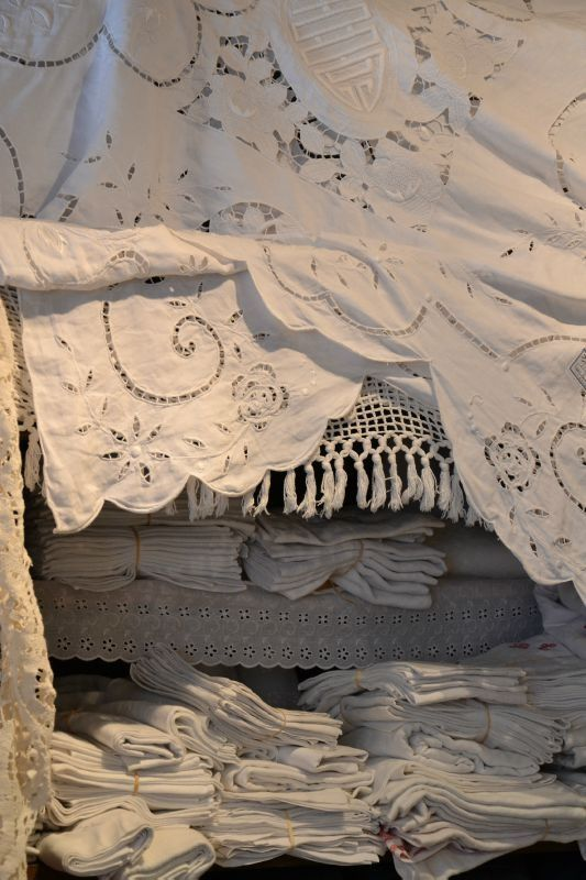 Pretty linens~❥Such intricate handiwork...