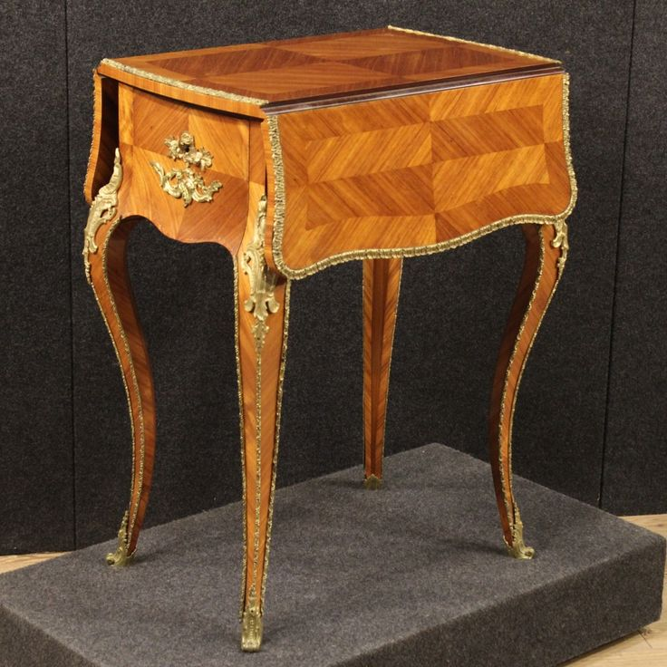 1300€ French side table in rosewood from the early 20th century. Visit our website www.parino.it #antiques #antiquariato #furniture #golden #antiquities #antiquario #comodino #golden #gold #tavolino #nightstand #table #night #decorative #interiordesign #homedecoration #antiqueshop #antiquestore