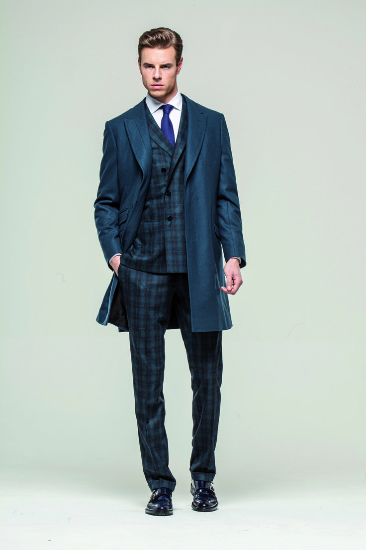 Classic flavour with a modern twist: Green checked wool double breasted suit and cashmere coat  #style #luxuryclothing #handmade #larusmiani #stilish www.larusmiani.it