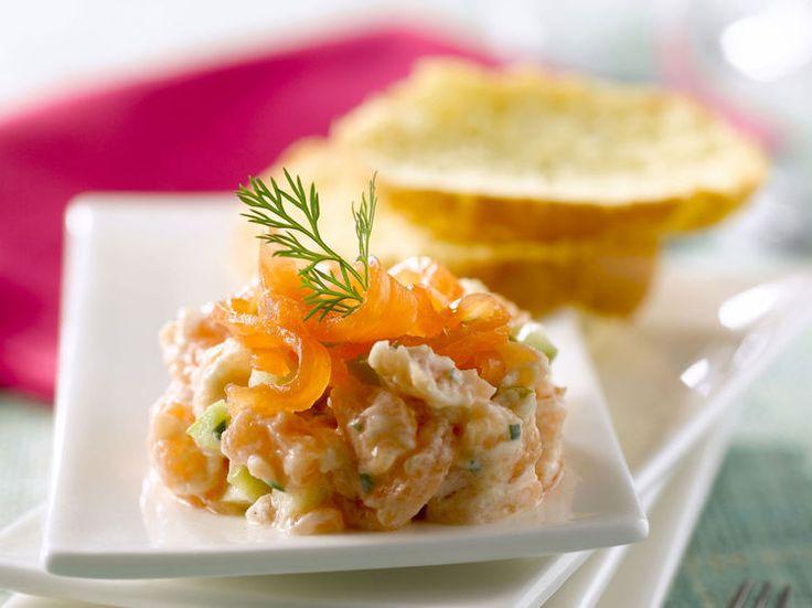 Avec les lectrices reporter de Femme Actuelle, découvrez les recettes de cuisine des internautes : Tartare aux deux saumons, crème à l'aneth