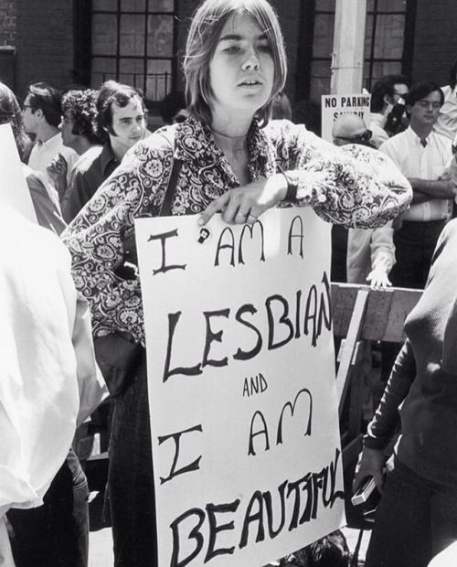 """""""I AM A LESBIAN and I AM BEAUTIFUL,"""" Christopher Street Liberation Day Parade, New York City, June 27, 1970. Photo by Fred W. MacDarrah. #lgbthistory #lgbtherstory #lgbttheirstory #lgbtpride #queerhistorymatters #haveprideinhistory (at Christopher..."""