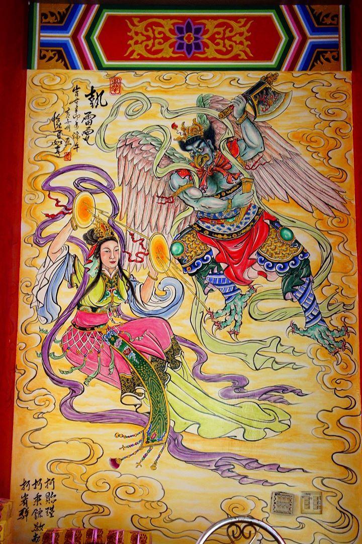 """雷公电母 Lei Gong """"Lord of Thunder"""" and Dian Mu """"Mother of Lightning"""" as a temple mural in Taiwan"""