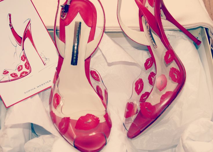Why I bought myself a pair of designer heels, I can't really afford...  http://www.poutinginheels.com/do-you-reward-yourself-or-do-you-want-for-others-to-do-it/  #lips #highheels #poutinginheels