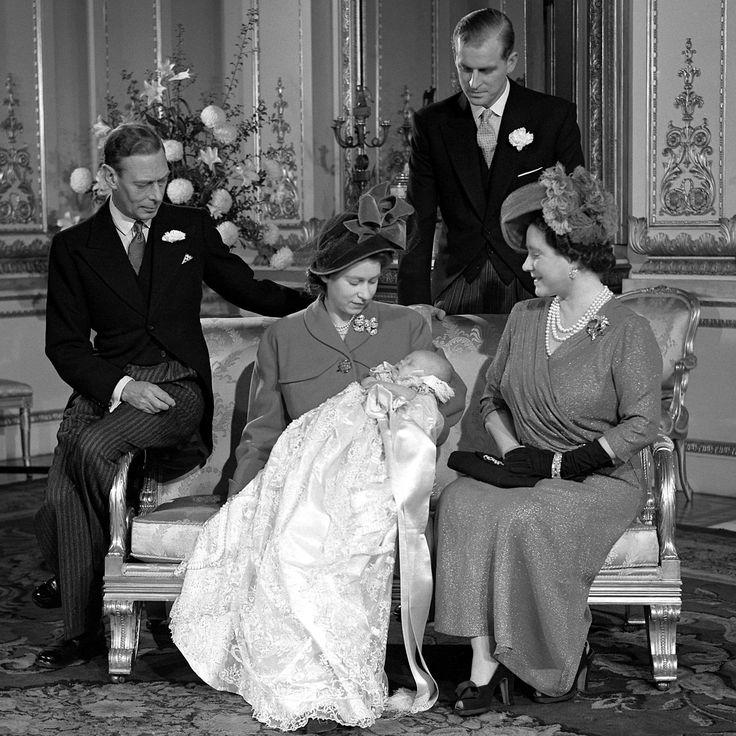 La famille royale d'Angleterre : naissance du Prince Charles Philip Arthur George le 14.11.1948