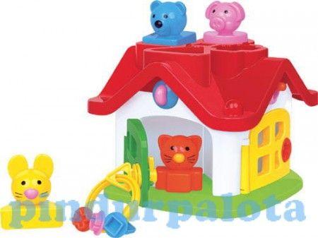 Ez a formabeillesztős kulcsos házikó nagyszerű szórakozás a babáknak! A kis ház ajtajai különböző színűek, a hozzájuk tartozó különböző kulcsok más-más zárakat nyitnak, ezzel is fejlesztik a gyerekek finommozgását.