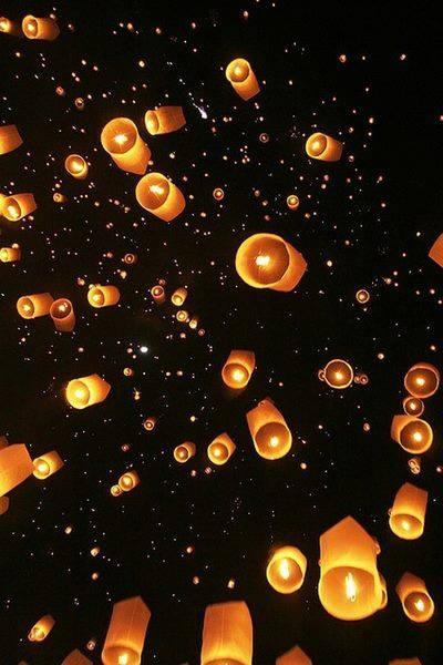 Cada pensamiento positivo es una oración al universo, la luz que nos da vida.