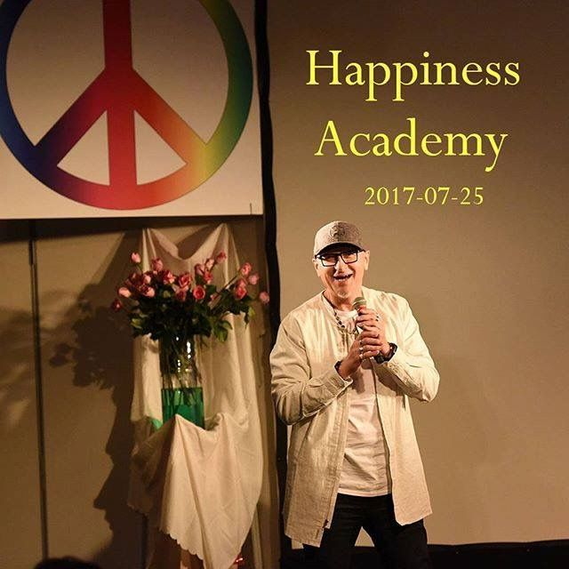 Discover your New Happy Self 🌞⚘❤ Happiness Academy July 2017 🎉💃😎 https://happinessacademy-america.org/  #UdB #Happiness #Seminar #newself #happyself #raelians