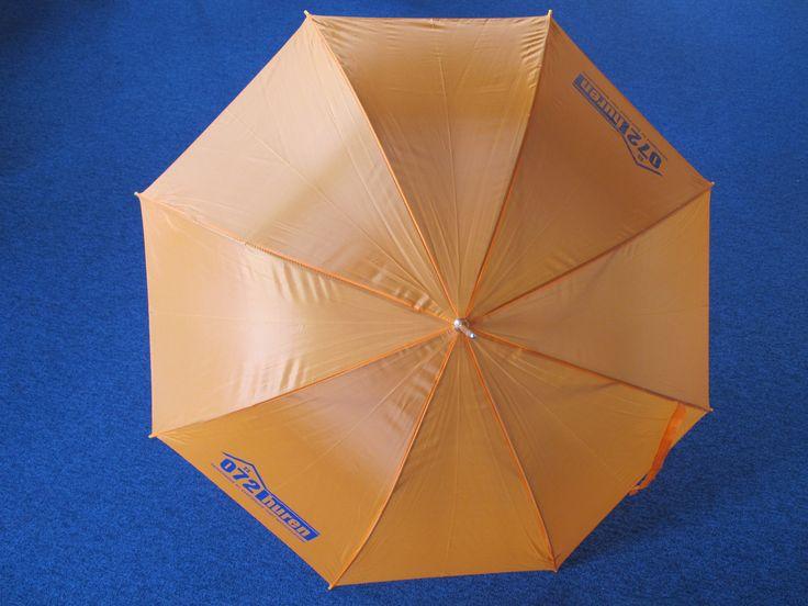 """Golf paraplu Uni: """"Mooie oranje parauplu's bestelt met 2x opdruk. Waren helaas niet op voorraad maar zijn keurig binnen de afgesproken periode geleverd. De herfst kan beginnen in Alkmaar!"""""""