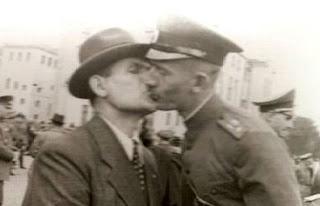 vj day kiss history