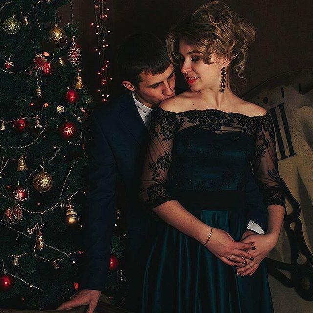 @alyona.ambarova и ее муж Саша, с ребятами мы познакомились, когда я их свадьбу снимала, год назад это было..) ребята, спасибо Вам за доверие!) #фотографвладимир #фотографвовладимире #33 #фотосессиявладимир #фотосессиявовладимире #владимир #новыйгод #christmas #newyear