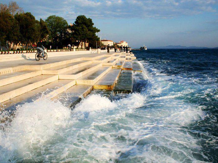"""Croatie  l'unique orgue marin du monde """" C'est ici que se joue le plus long morceau de toute l'histoire de la musique. Il durera tant qu'il y aura de l'eau et des vagues… """""""
