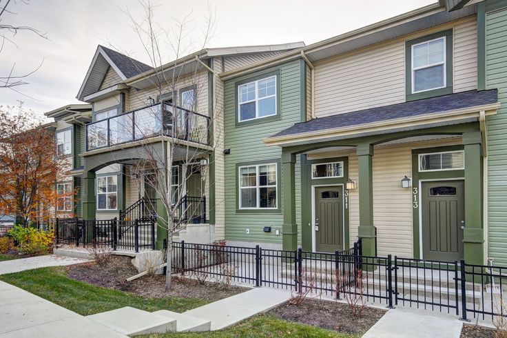 Townhome in McKenzie! Minutes from shopping & Transit!