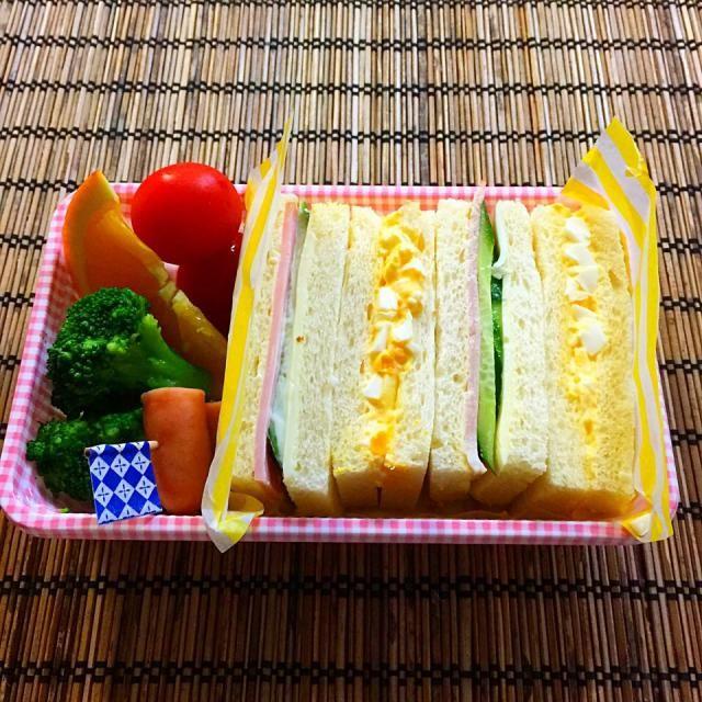 たまご、きゅうりとハムとチーズ。 喫茶店(カヘではなく)のサンドイッチを目指しました。 - 51件のもぐもぐ - サンドベントー by うずまきԅ( ˘ω˘ ԅ)