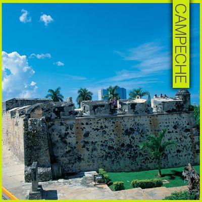 """Baluarte de San Carlos en #Campeche    Construido en el siglo XVII, fue uno de los primeros en edificarse cuando se proyectó el sistema amurallado de San Francisco de Campeche. En 1840 participó activamente en la defensa de la plaza, cuando fue atacada por los revolucionarios del Departamento de Yucatán.    Recibe su nombre en honor al rey Carlos II de España, sustituyendo al """"Fuerte de San Carlos"""", apelativo con que años antes había sido reinaugurado el Bonete, después de ser restaurado en…"""