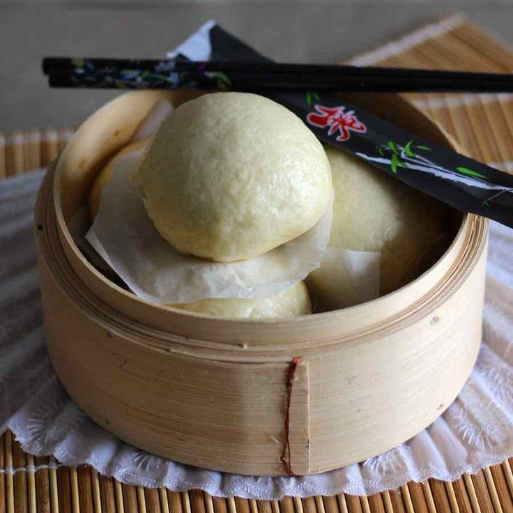 Le mantou est un petit pain traditionnel chinois cuit à la vapeur. Il se consomme nature ou farci de viande de porc ou de légumes.