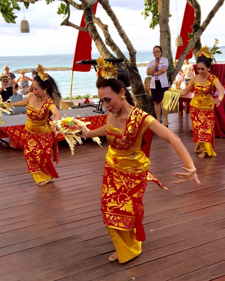 Panyembrama Dance - Balinese Welcome Dance by Staff
