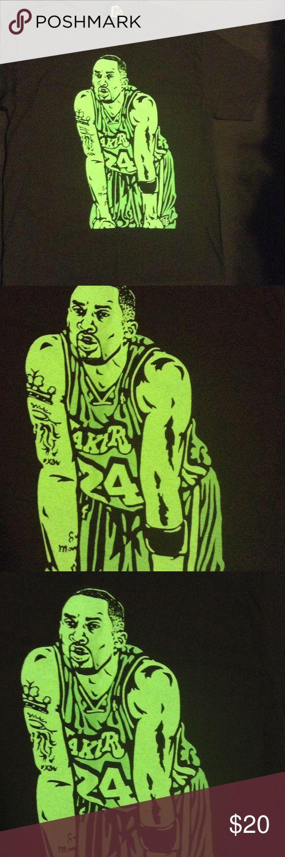 Kobe Bryant t shirt lakers grinch Nike rare NBA Size large brand new cajmear Shirts Tees - Short Sleeve