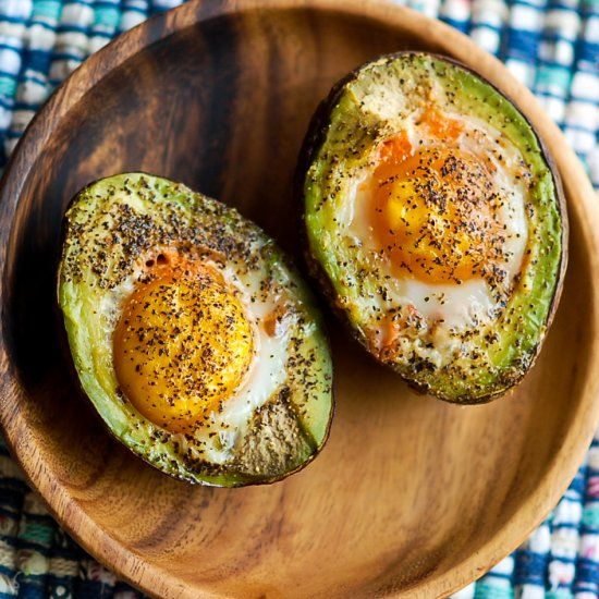 Sunday brunch in 10 minutes! These easy and delicious baked avocado egg cups can be customized to whatever you're craving. #glutenfree