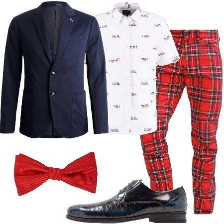 Outfit composto da pantalone fantasia a quadri multicolore abbinato a camicia maniche corte e giacca monopetto. Stringata in pelle e punta tonda e papillon.