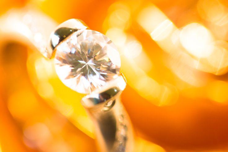 Tension setting, Engagement Ring, Round Diamond, Gold Rose