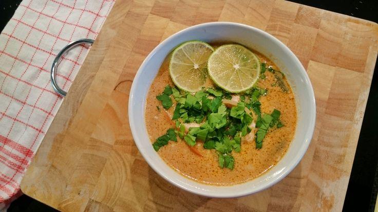 Tajska zupa z kurczakiem - Jest Pięknie