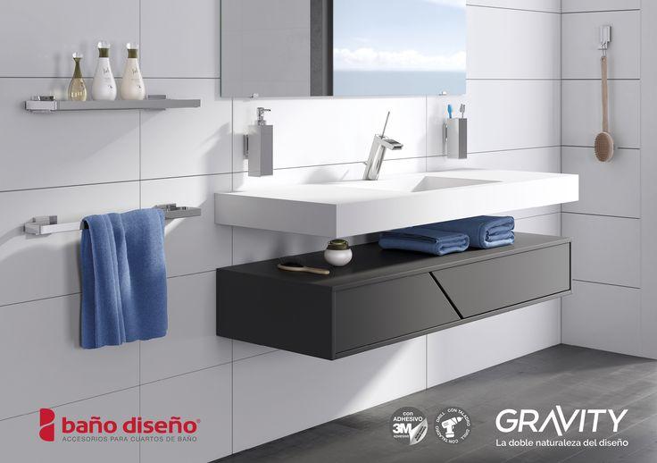 Foto ambiente de #baño con colección de accesorios de Baño #Gravity. Se puede observar el dosificador de pared, portacepillo de pared, percha, estantería y toallero de pared de la colección.