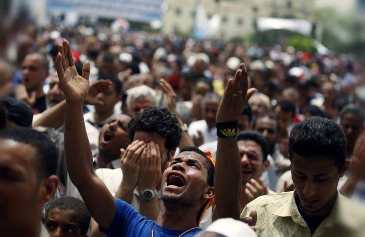 Евангелист Франклин Грэм призывает христиан молиться за верующих, сбежавших из Египта из-за атак террористическй группировки ИГ (Исламского государства), в результате которых, по меньшей мере, погибли семь человек, передает 316NEWS со ссылкой на breakingchristiannews.com.  По данным Reuters, 100 из