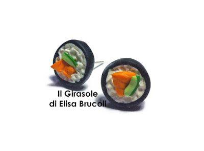 Per i veri intenditori di sushi, questi orecchini sono realizzati a mano in pasta polimerica fimo e rappresentano un Hosomaki di salmone e ...