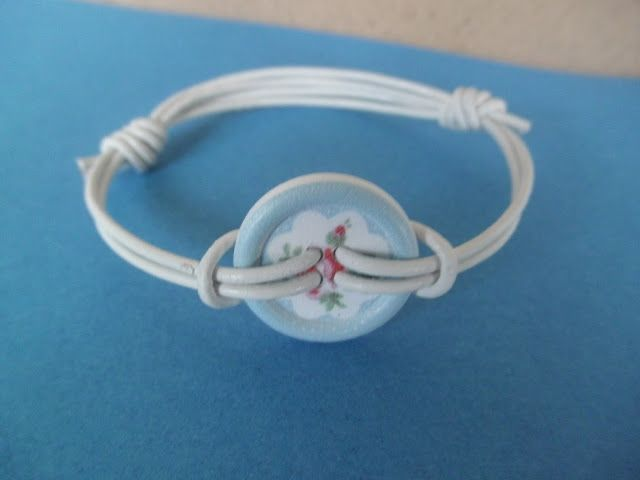 A Spoonful of Crafts: Summer bracelets with button / Summer Bracelet with Button