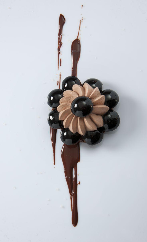 Saint-Honoré chocolat et fleur de sel #plating #presentation