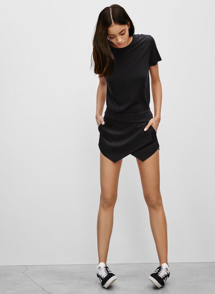 TALULA BERKLEE SKORT - Sleek sateen with points in the right direction
