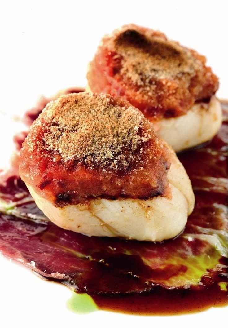 Vieiras con jamón al gratén. De un bocado. My mouth is watering... Au gratin Scallops with Spanish ham.