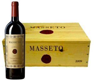 Cassa con 3 Bottiglie Masseto 2009 Tenuta dell'Ornella. Vino di complessità aromatica con le tipiche note di prugna e ciliegia nera e toni floreali.