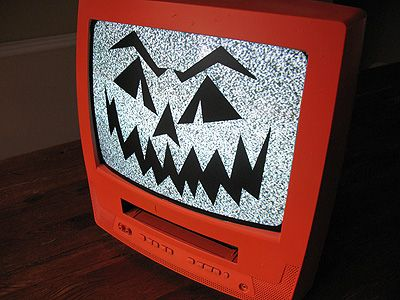 Jack O'Lantern TV: totally fun, the snow from a dead channel on the TV gives this project an eery effect!