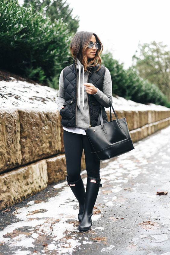 So comfy and cost thesefall outfit ideas that anyone can wear teen girls or women. The ultimate fall fashion guide for high school or college. A vest with boots and jeans