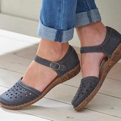 Features: 1.Comfy Rubber Outsole 2.Hollow Out Breathable 3