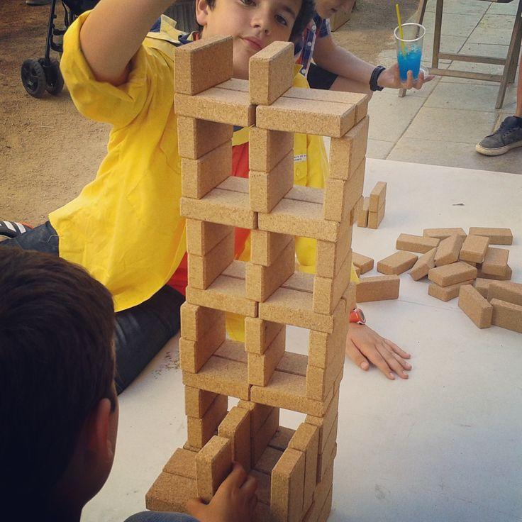 building cork towers with Hory's cork blocs. #joc #toy #juguete #jouet #spielzeug #suro #cork #corcho #liege #kork #disseny  #design #diseño  @hory_howoldryou #hory #eco #ecotoys #wood #woodentoys