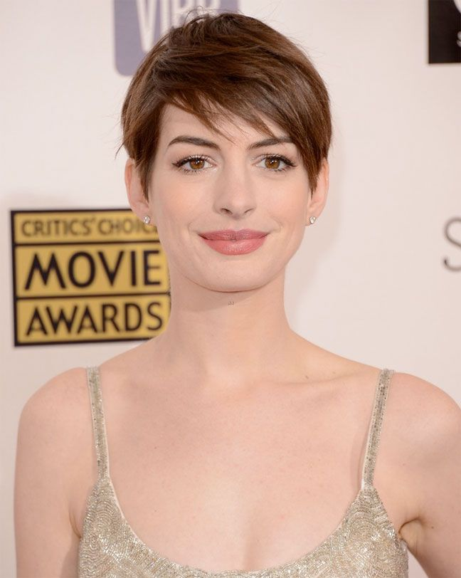 anne hathaway chanel makeup critics choice awards 2013