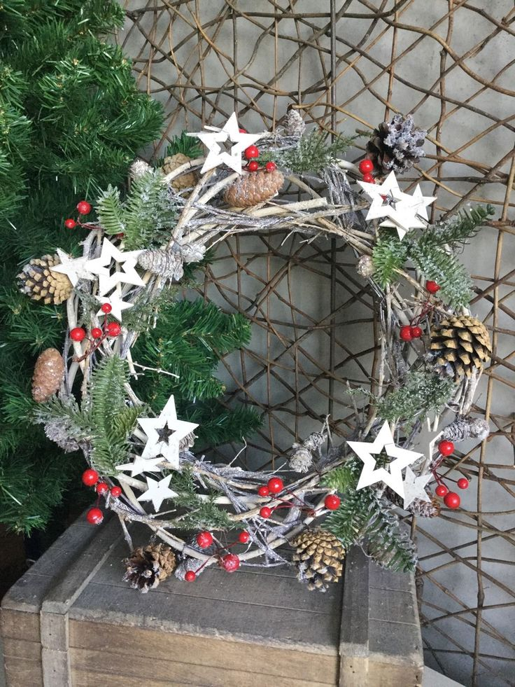 Gisela Graham Christmas Twig Wreath With FIR Cones Berries AND Stars 40cm | eBay