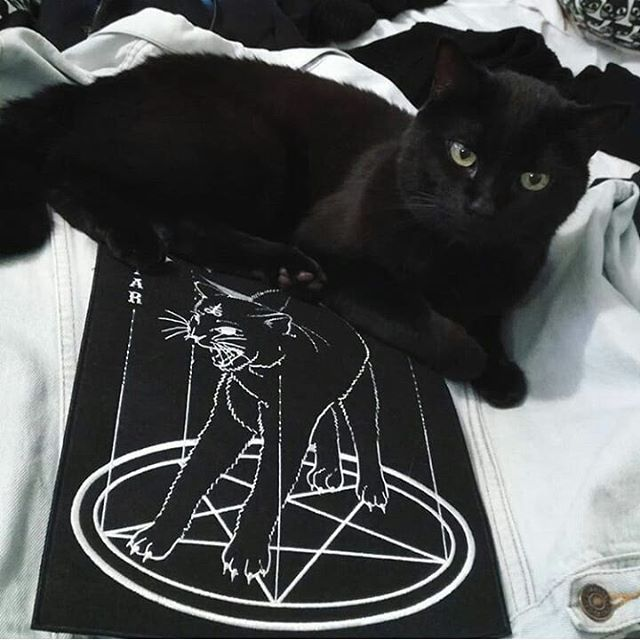 """1,573 Likes, 3 Comments - @gothicdreamers on Instagram: """"Ritual 🔥🔥🔥credit?!?! #art #draw #artist #black #pale #aesthetics #paga… 