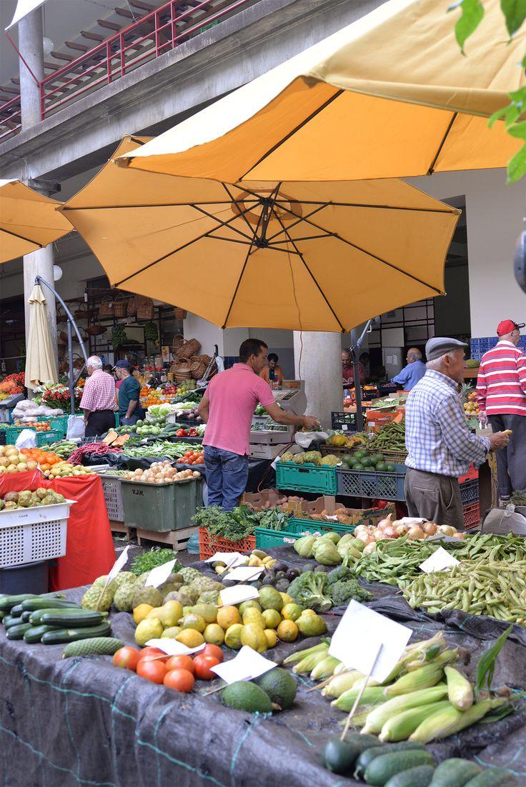 Le fabuleux marché des Lavradores à Funchal, sur l'île de Madère …