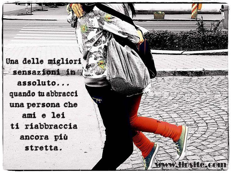 """Credo che sia esattamente quello che prova ognuno di noi. Di colpo non ci si sente soli, si prova protezione e comprensione, ci si fonde in qualche magico modo con l'altra persona. Dovremmo abbracciarci di più :)  """"Una delle migliori sensazioni in assoluto .. quando tu abbracci una persona che ami e lei ti riabbraccia ancora più stretta.""""  #abbraccio, #hug, #sensazione, #comprensione, #amicizia, #amore, #graphtag, #italiano,"""