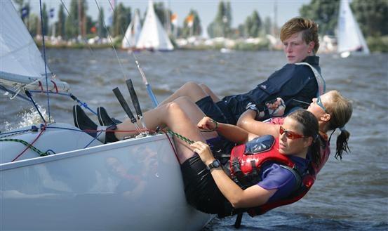 Een actief dagje zeilen in de omgeving van #Sneek. Meer informatie: http://www.dagzeilschool.nl/