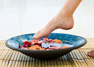 Homemade foot soak recipes. Going to add one of these to the homemade spa gift basket I'm giving to a friend of mine.