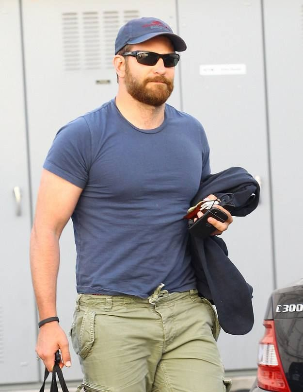 bradley cooper as chris kyle | Bradley Cooper avec 20kg de plus pour American Sniper Photo Bradley ...