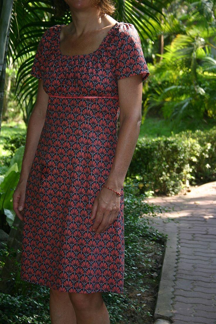 Wie versprochen gibt es heute noch mehr Urlaubs-Sommerkleider zu sehen.    Dieses hier habe ich schon vor ein oder zwei Jahren nach dem Schn...