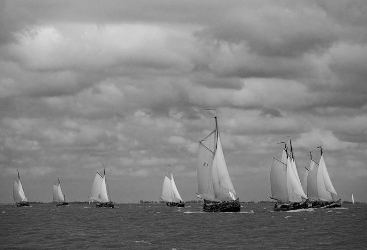 Pieper Race - mooie foto. Dit weekend doet De Hoge Wier ook weer mee! Je kan nog mee als opstapper! Meer info via www.muidenmaritiem.nl