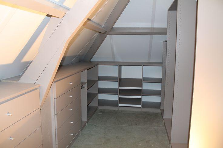 27 beste afbeeldingen over inloopkast schuindak op pinterest zoeken kast en opslag - Slaapkamer onder het dak ...